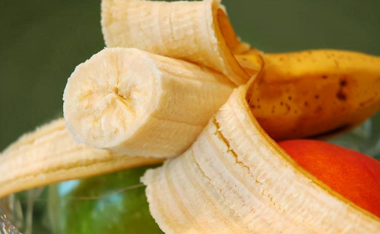 """怎麼辨別出""""打了激素""""的香蕉? 水果店老闆:學會一招,輕鬆避開"""