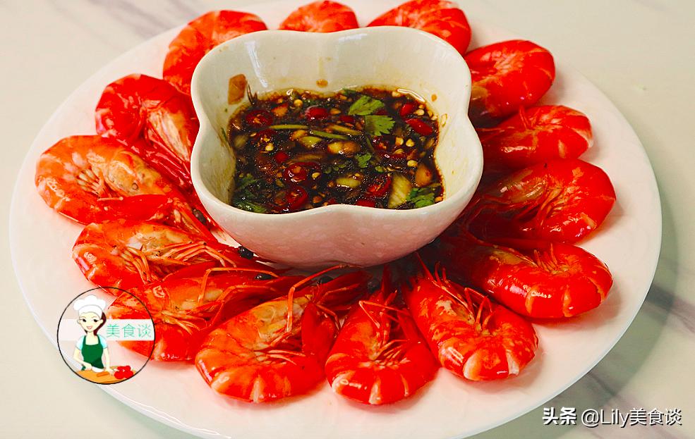煮白灼蝦時,沸水下鍋就錯了,大廚教你一招,蝦肉鮮嫩多汁又不腥