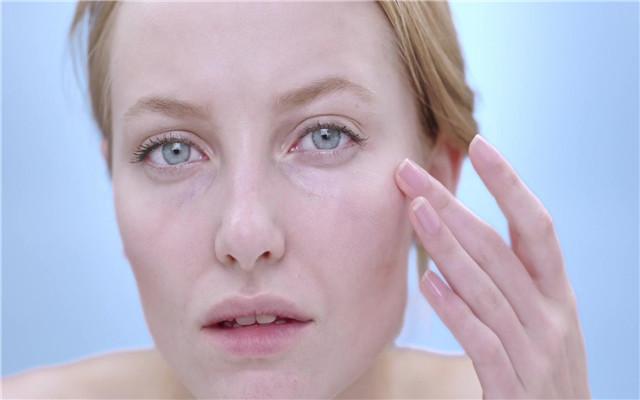 """激素脸or敏感肌,你傻傻分不清?看完后,你会对它们""""一目了然"""""""