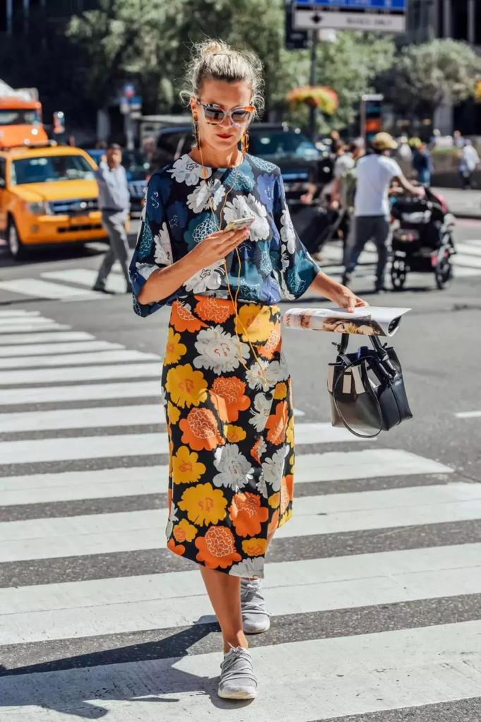仙女裙+运动鞋=今年最潮穿法,不挑年纪不挑身材,谁穿谁好看