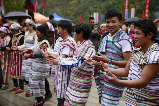 中国56个民族(五十一),独龙族