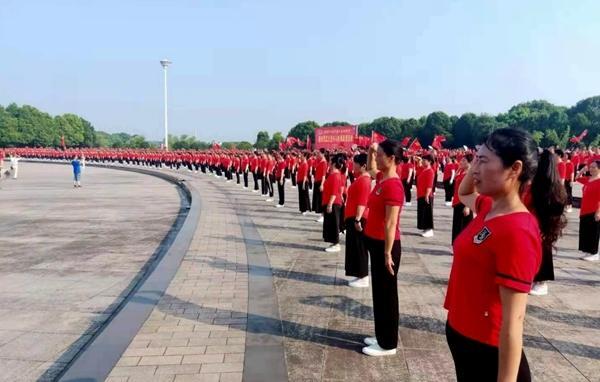沅江:2000人同跳一支舞,献礼建党100周年