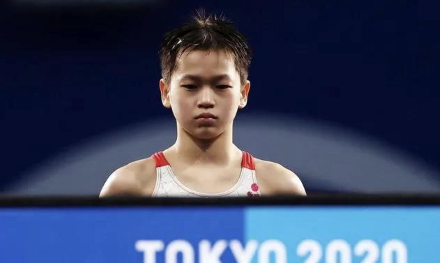 全红婵奥运夺冠只是运气好?20人10米台围观,她再次用实力说话
