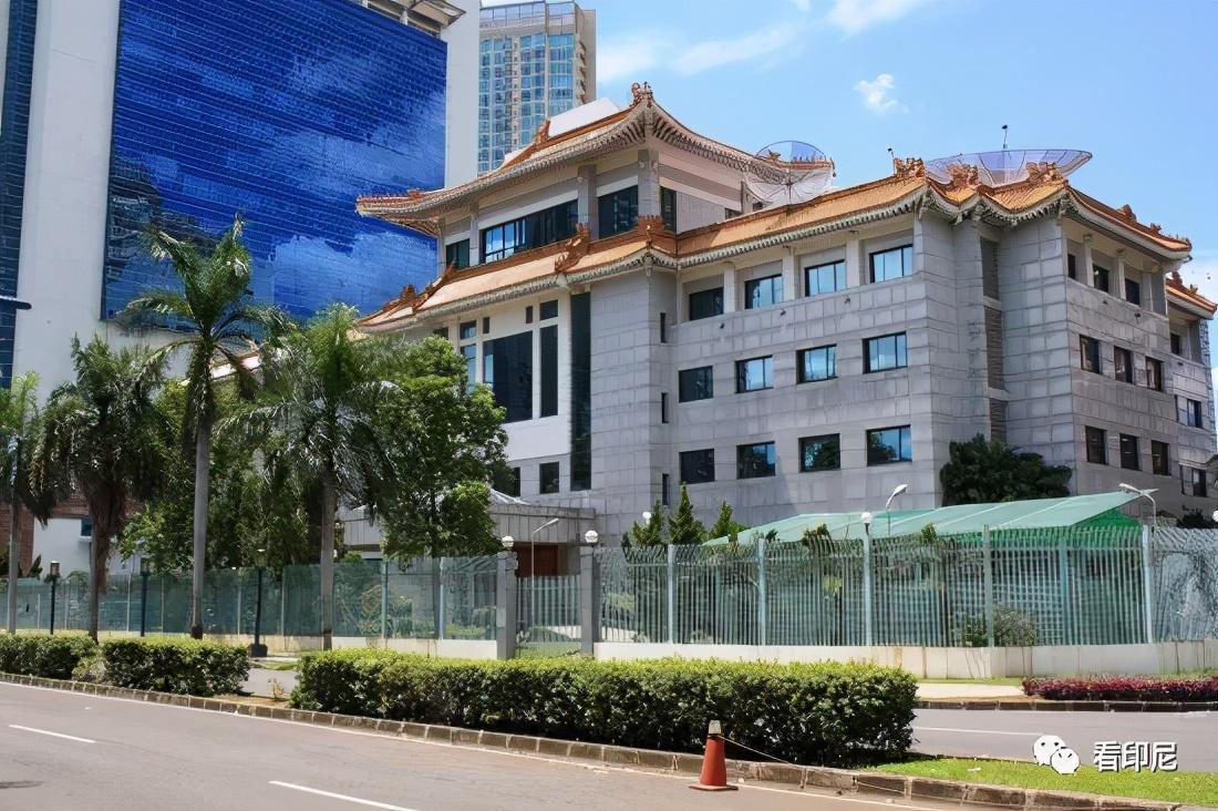 """中国驻印尼使馆启用""""中国领事""""APP的通知"""