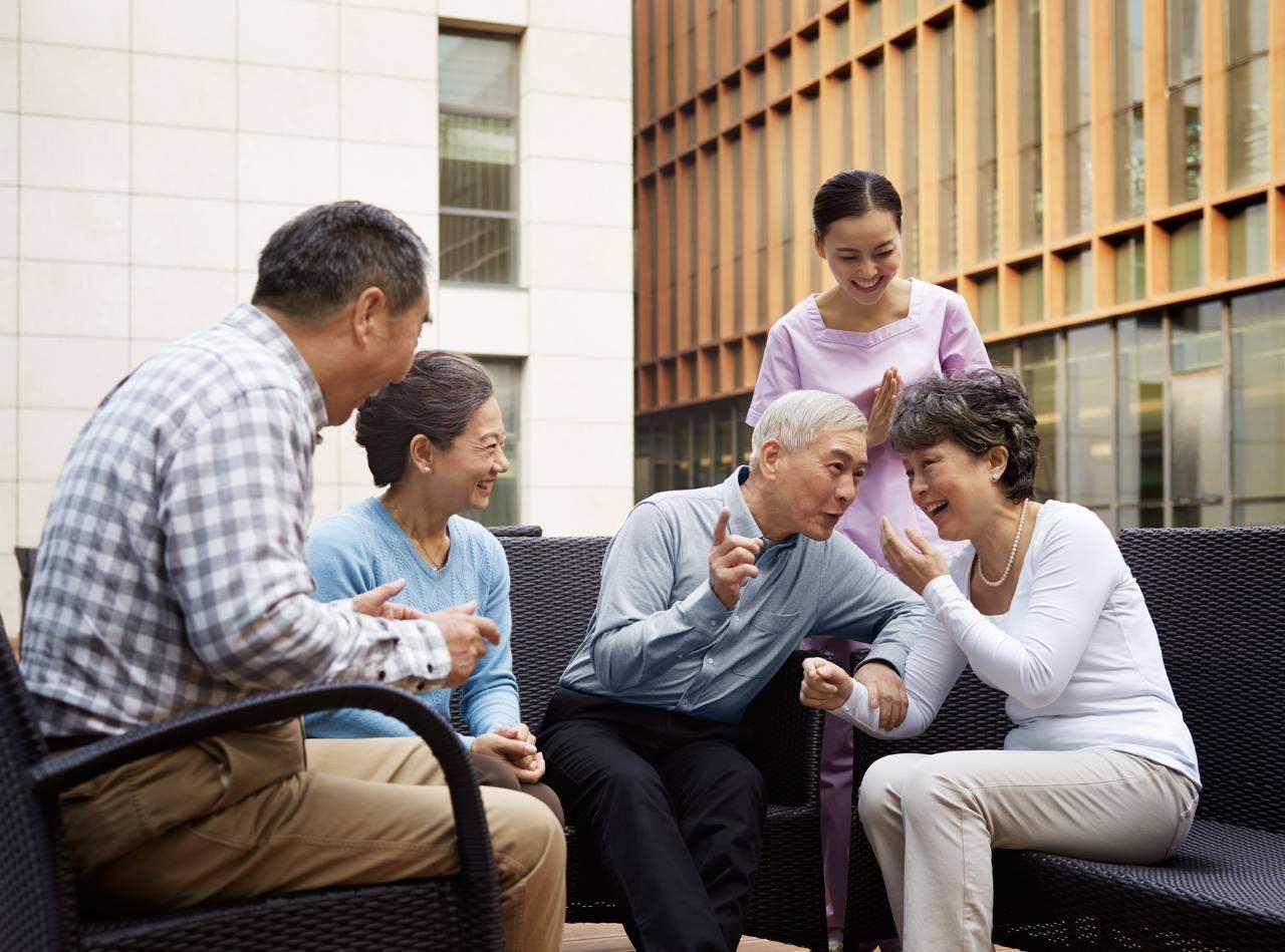 """""""新型养老""""已经悄悄流行,这样的养老方式,孩子和老人都轻松"""