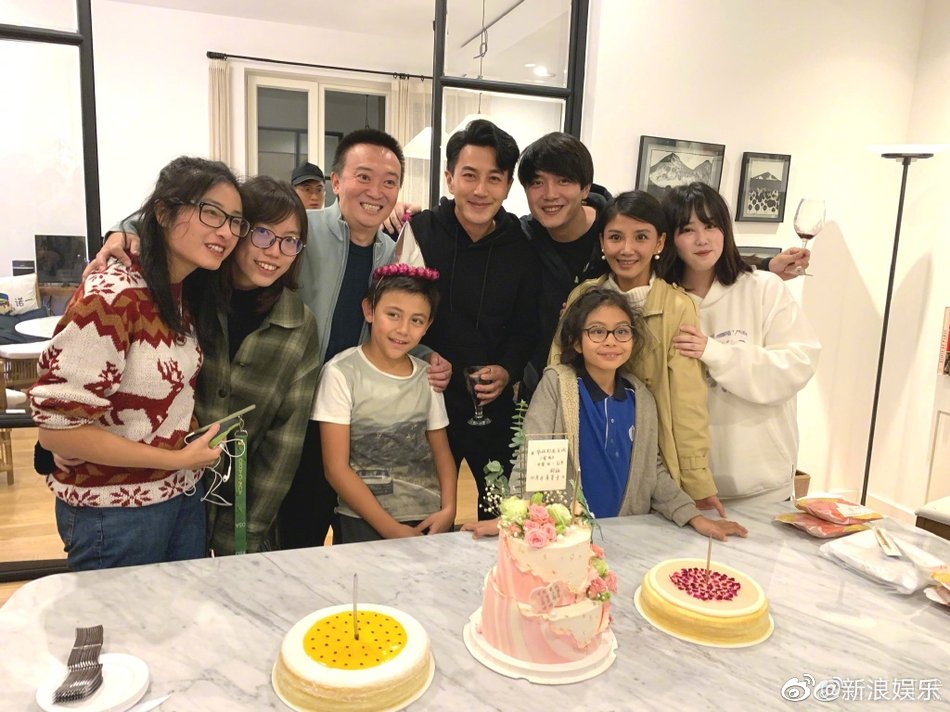 劉愷威生日派對邀請劉燁一家,諾一長大不少,有男人味兒了