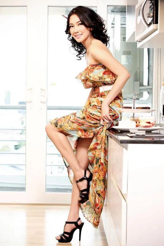撞脸金喜善被誉为泰国第一美女!魔鬼身材性感魅力十足