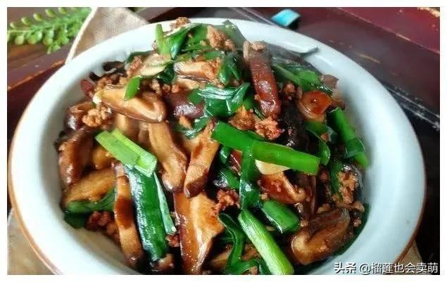 美食:香辣蒜香虾,肉末香菇炒韭菜,糖醋排骨,辣尖椒炒牛肉片 美食做法 第2张