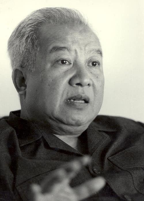 一国王被迫流亡,只有中国肯收留他,夺回政权后,他却回中国生活
