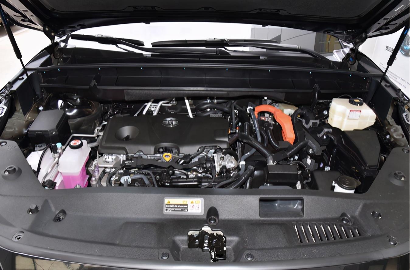 王者归来?一汽丰田旗舰SUV皇冠陆放正式上市 27.58万起售
