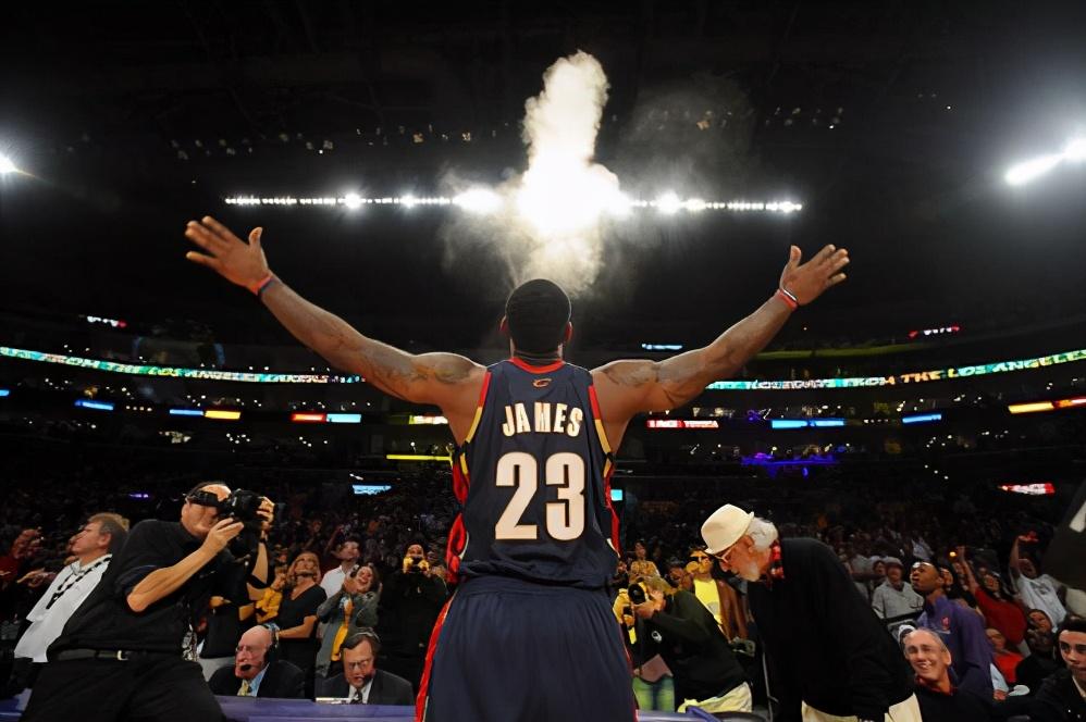 """NBA传奇球星的故事—""""小皇帝""""勒布朗.詹姆斯"""