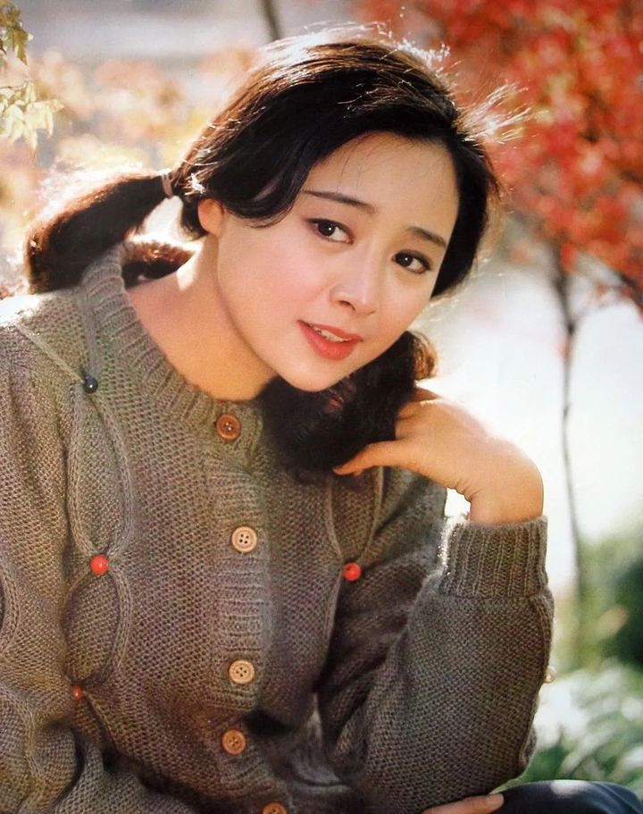 陈冲,因一部《小花》年少成名,成为了好莱坞的名角她如今怎么样