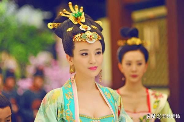 从太子妃到废后,施诗演的王皇后经历了6个造型,穿荷叶领太美了
