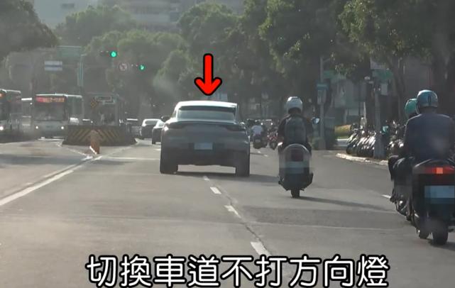 阮经天穿拖鞋开百万豪车上街,变道不打转向,恰好被巡逻警员碰到