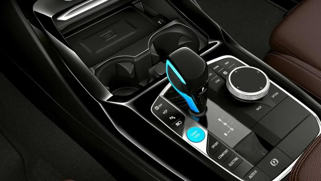 电动身,宝马心,不要小瞧了THE iX3的纯电驾趣