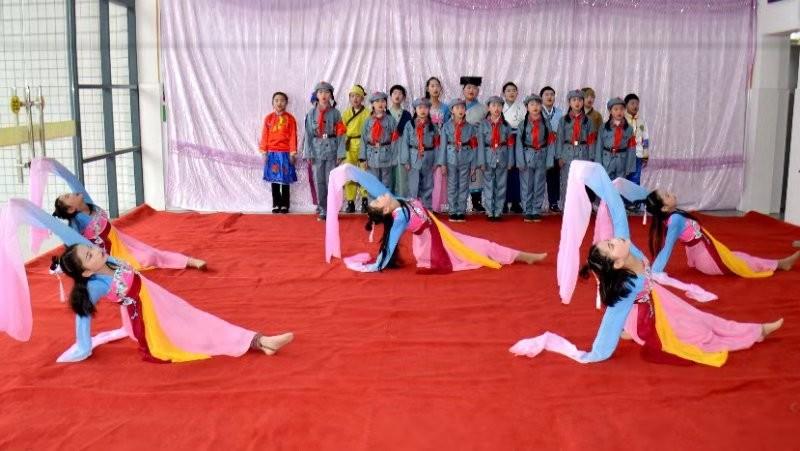 新洲区涨渡湖抗日根据地:红色歌舞《英雄汉》精彩亮相