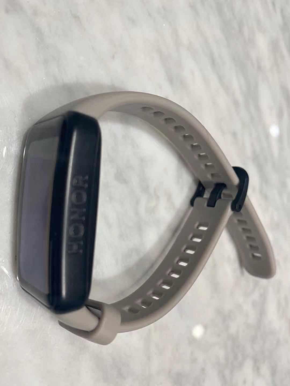 荣耀手环6上手评测:开启全面屏手环新时代,健康监测大升级