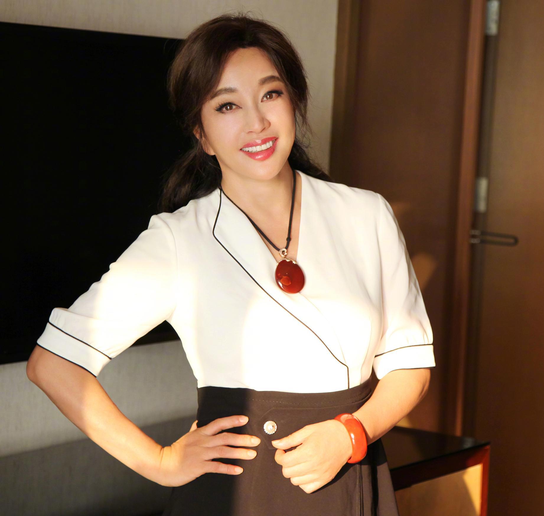 刘晓庆:我与谢晋导演没有私生子,他荣光背后尽是泪和痛