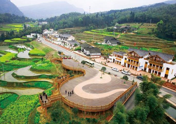 四川省一个县,人口超70万,地处三省交界处