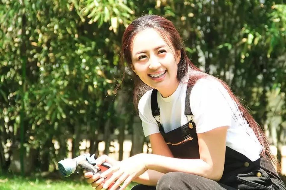 蛇蝎美人杨童舒:未婚生子落骂名,45岁翻红,曾是央视最美主播