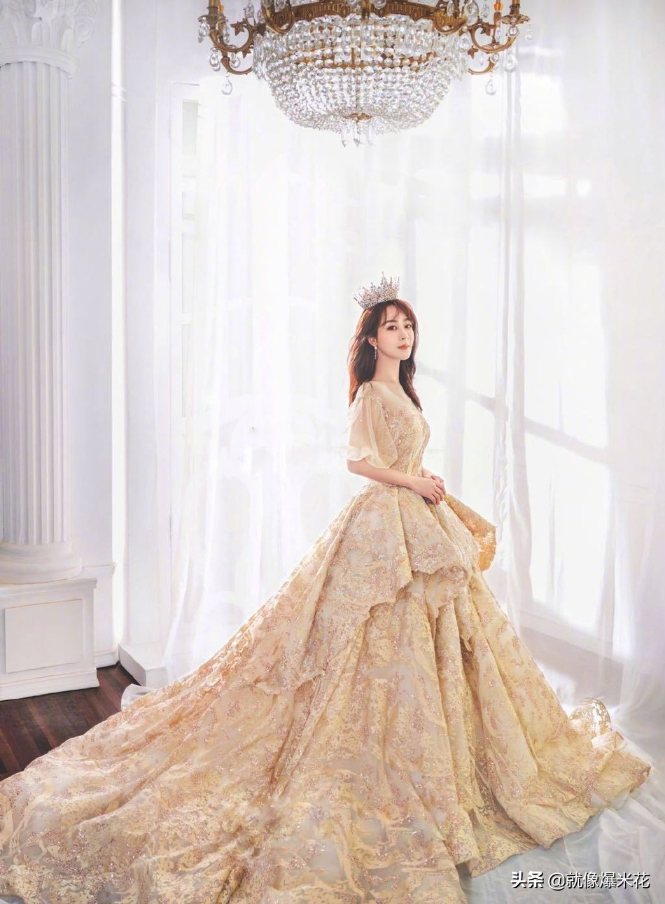 杨紫云雾大片曝光梦幻十足 婚纱造型优雅大气