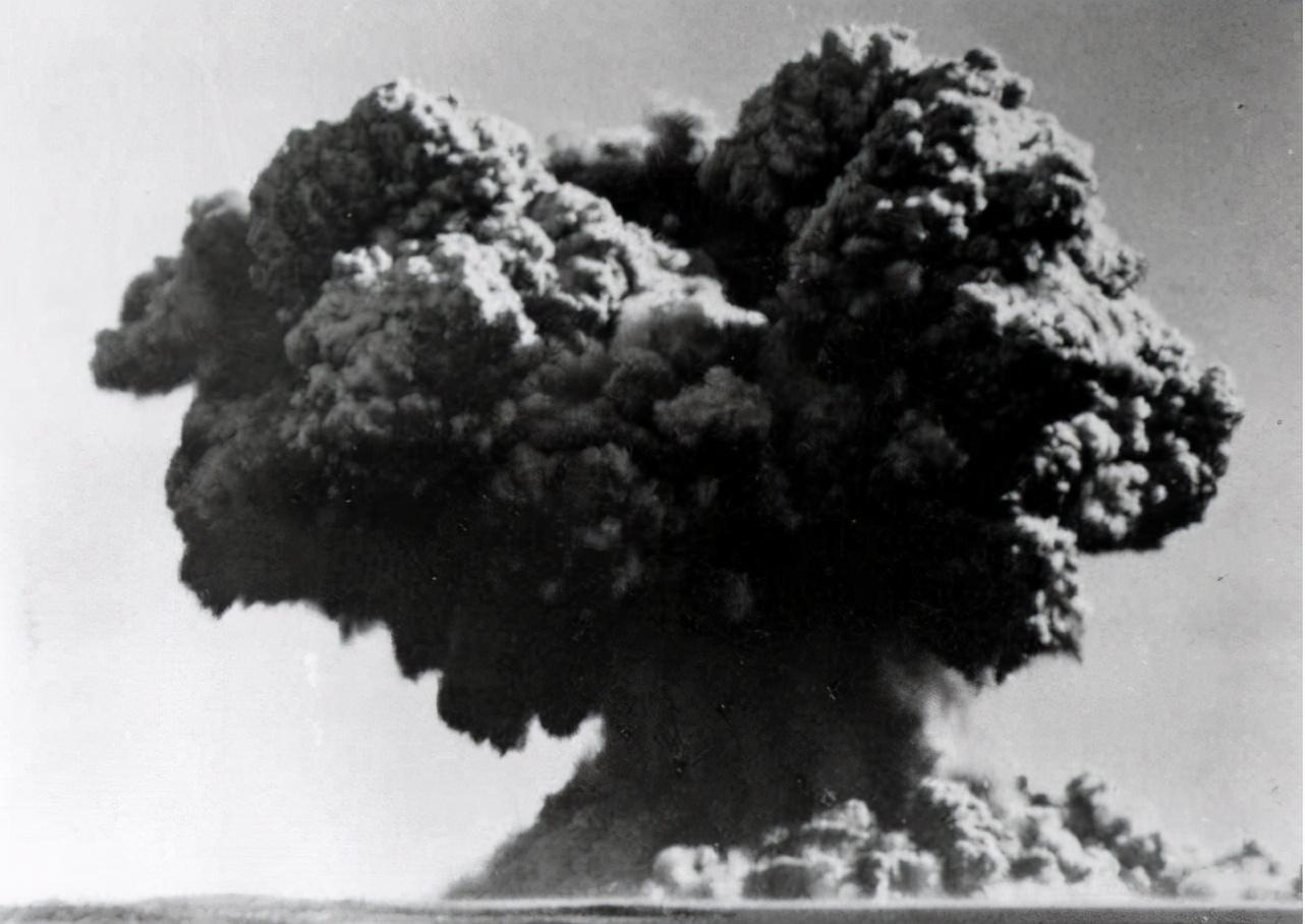 原子弹是谁研究出来的