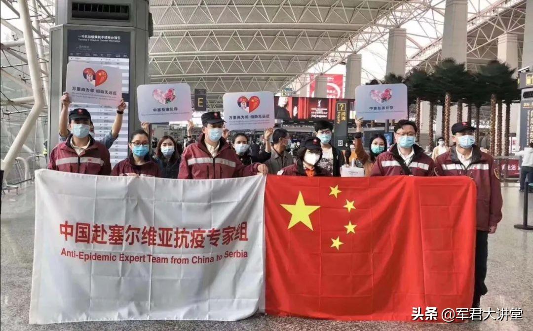 塞尔维亚感恩中国,回赠中国两个惊喜,亲吻国旗外加百亿订单