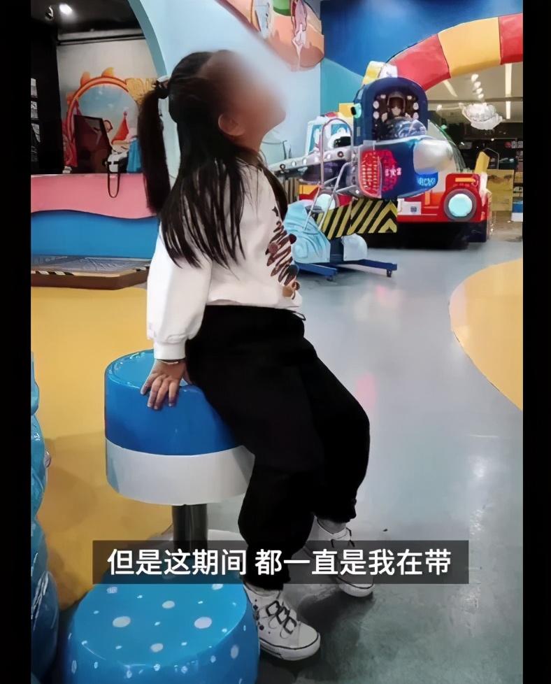 沸水浇头、铁钳拔牙、烧嘴唇...6岁女童被亲妈和男友狂虐3个月 外婆报警还收到死亡威胁