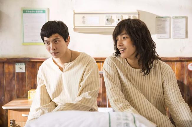 韩国腐剧《朝我心脏开枪》双男主的互相救赎,有虐但又温馨