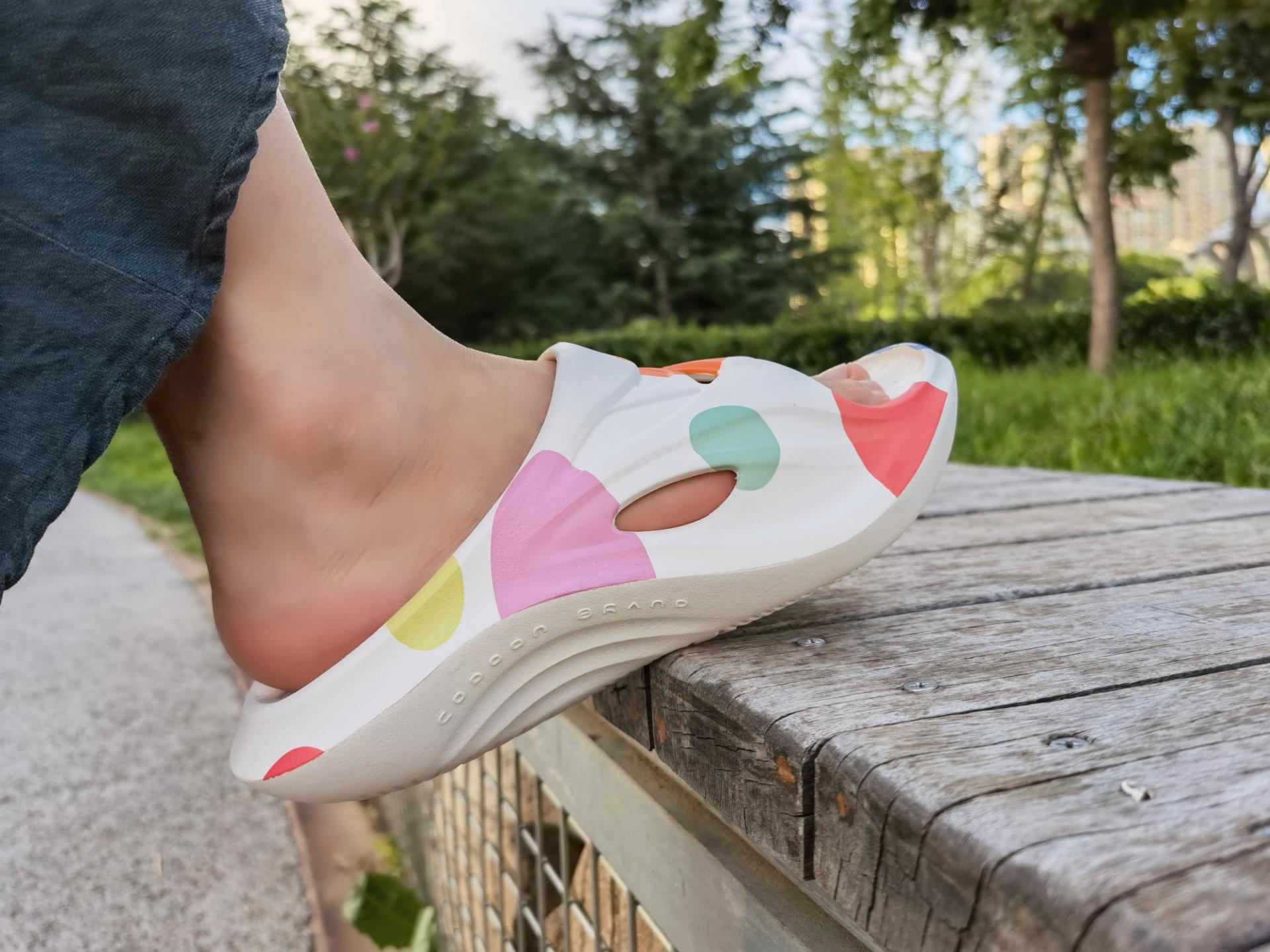 运动之后给你的双脚做个spa,咕咚舒缓拖鞋快速缓解运动疲劳感