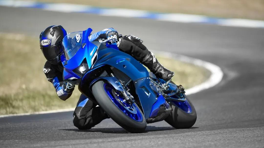 """什么样的摩托车叫""""重机""""?只要够重就叫""""重机""""吗?"""