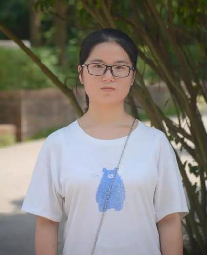 考古女生今天赴北大开学报到!接受《面对面》专访,谈父母时落泪