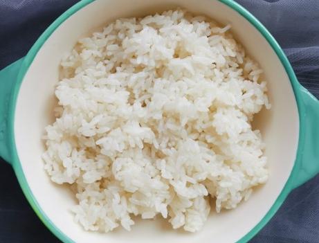 蒸米饭时别只会泡米多加3步米饭香味足软又亮颗粒分明