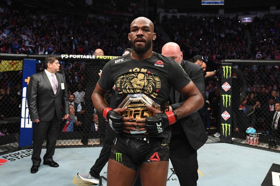 骨头驳斥小鹰:谁是UFC历史第一人你说了不算,数据不会说谎的