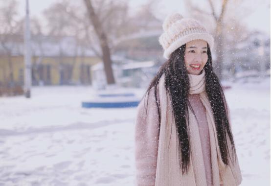 """冬季是色斑""""高发期"""",若不注意色素滋生,皮肤暗沉,显人老气"""