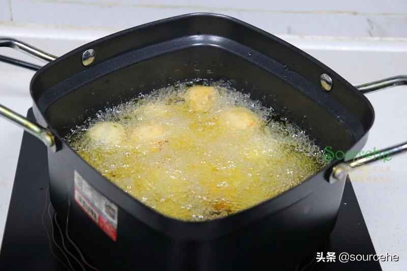芋頭新吃法,不加一滴水做成小丸子,炸得香噴噴,好吃得停不下來