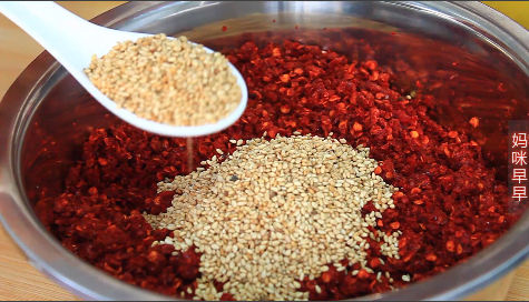 油潑辣子這樣做就對了,顏色紅亮,香氣撲鼻,一天不吃就特別想
