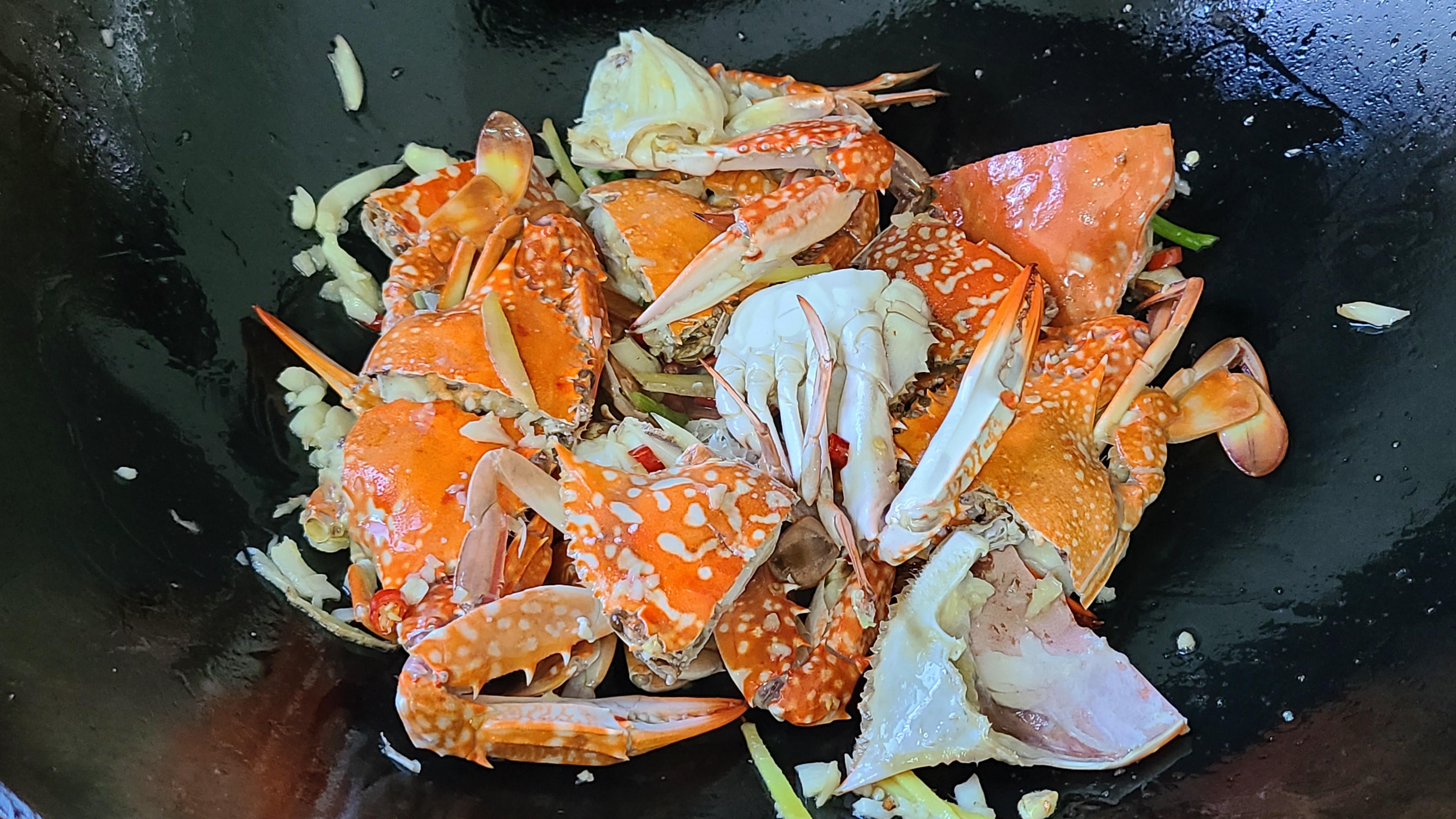 蒜蓉螃蟹的家常做法,很好吃的一道美食,简单美味,想吃就做