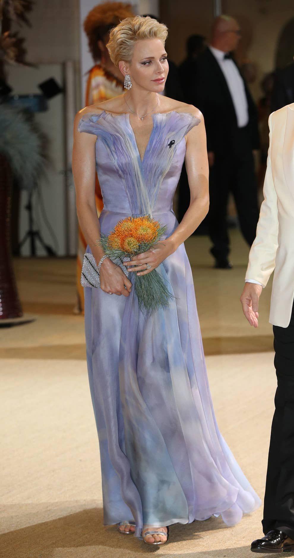 摩纳哥最美王妃要离婚了?!亲王出轨10年,抛夫弃子也要逃