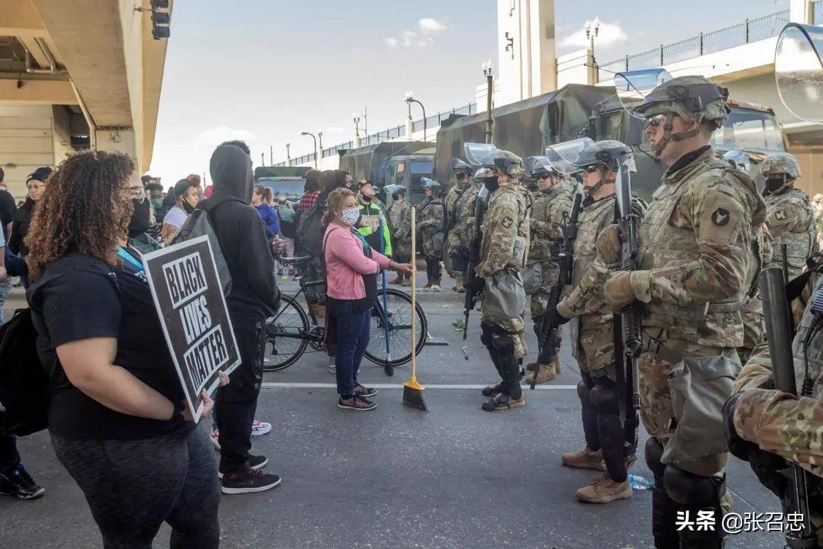 美国多名警卫队成员确诊,5000士兵撤离华盛顿,白宫真要失守了?