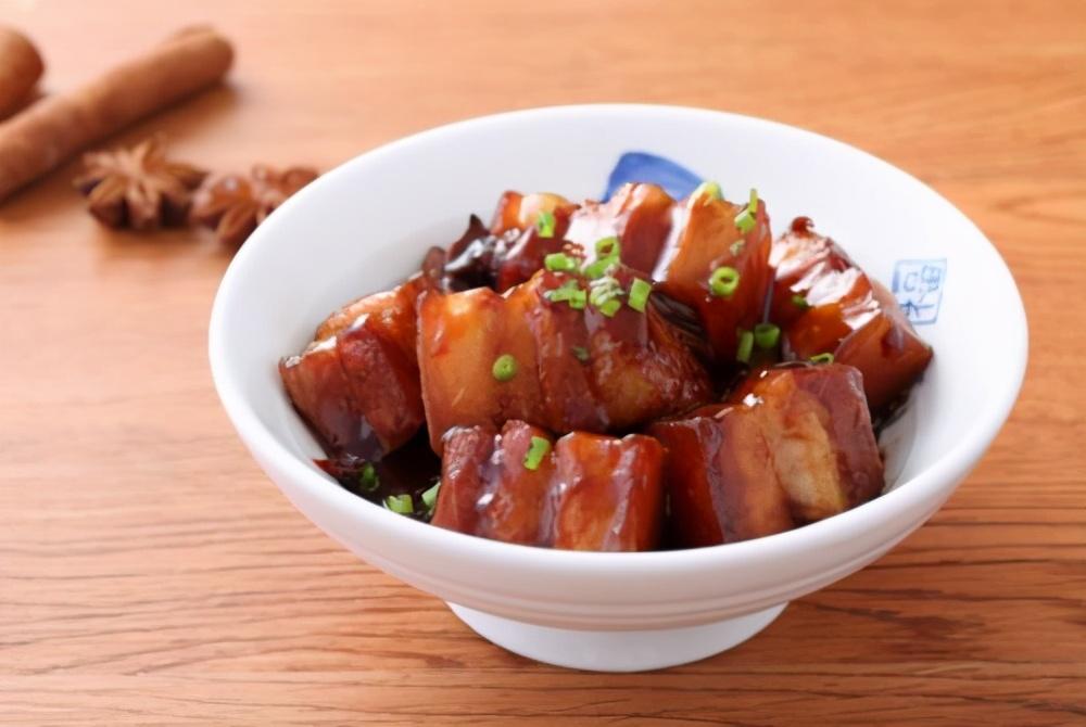 这才是红烧肉的正宗做法,操作步骤与用料全给你,吃货们都学会了 美食做法 第1张