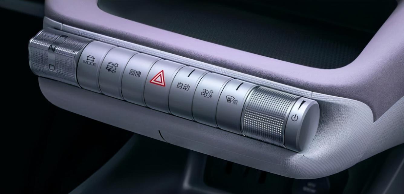 成都车展:比亚迪海豚正式上市 售9.38-12.18万元