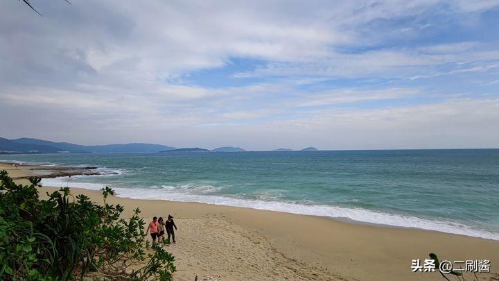 去海南旅游一定要住三亚?其实这里才更合适