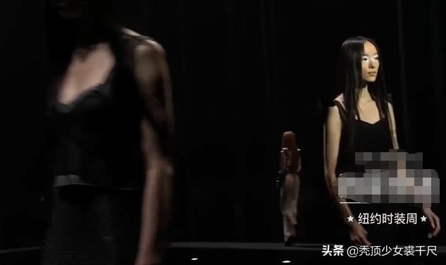 国模菲菲:国模孙菲菲穿高跟鞋紧身裙走秀,连摔三次引质疑:下一个奚梦瑶?