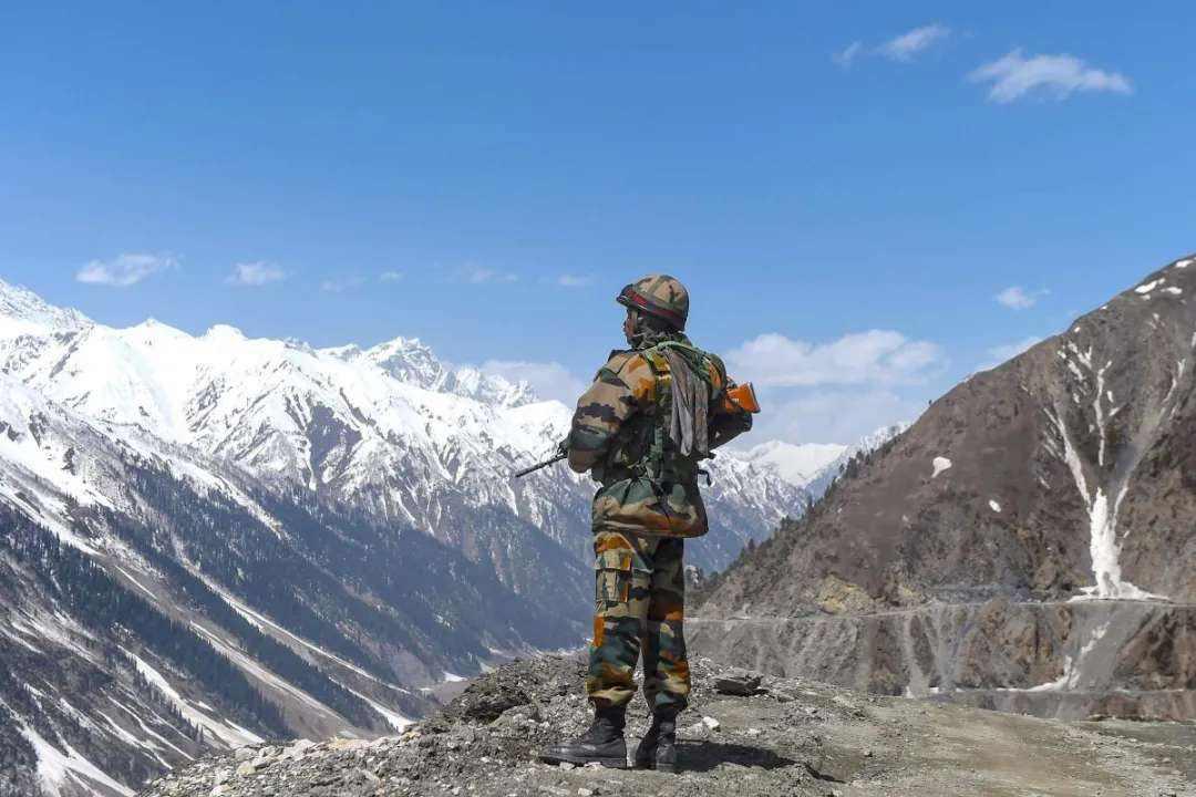 夹在中国与印度之间,喜马拉雅山小国不丹倍感压迫,只能如坐针毡