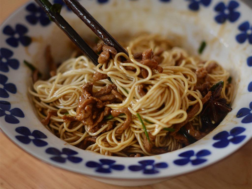 葱油拌面这样做,比黄磊老师做得还好吃,简单又营养,越吃越香 美食做法 第3张
