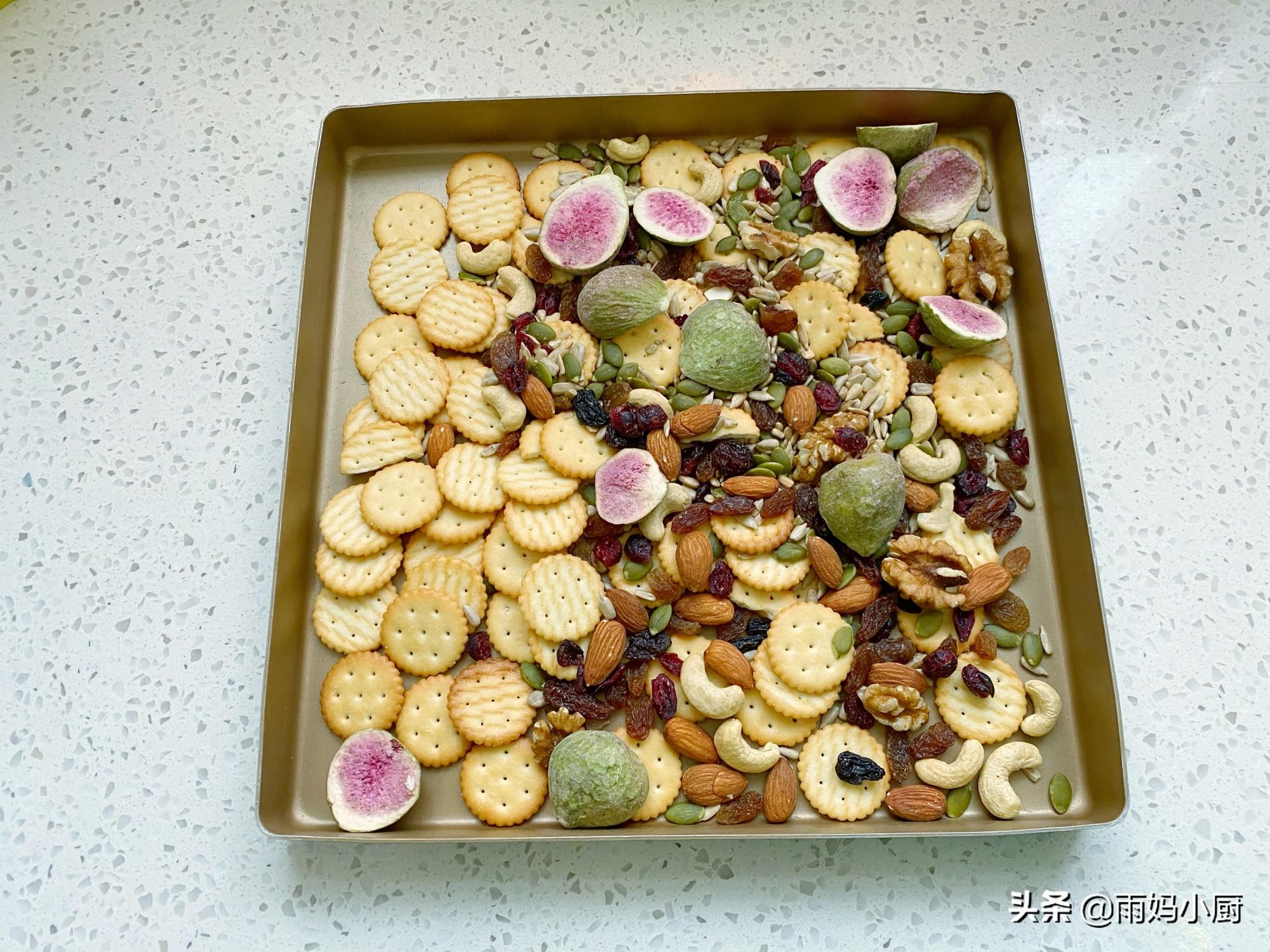 過年小零食雪花酥,香酥美味做法簡單,1口平底鍋10分鐘搞定