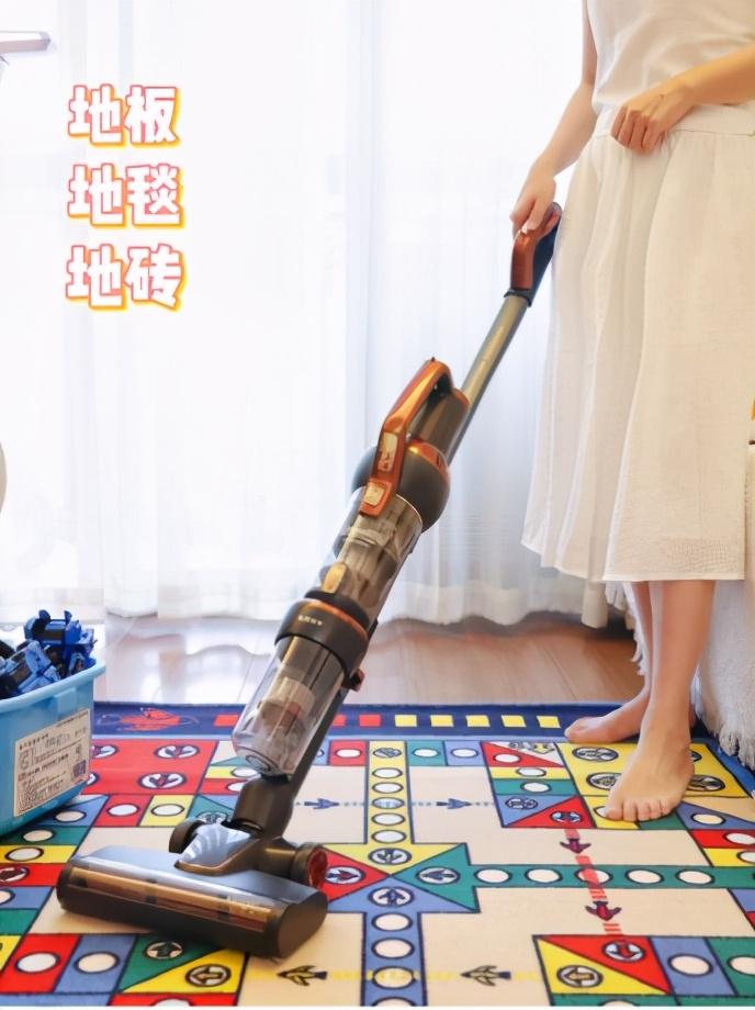 两个手指也能轻松推动,莱克立式吸尘器让全屋清洁超轻松