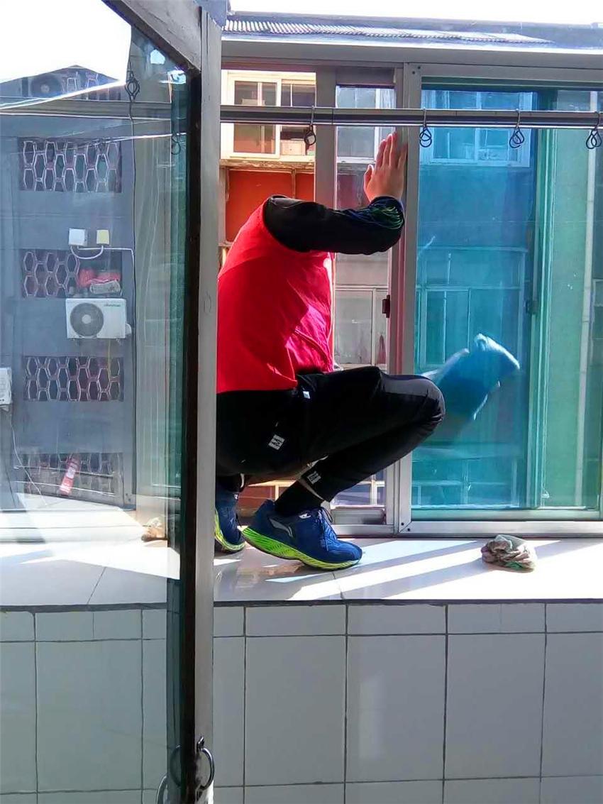 高楼玻璃危险不好擦,BOBOT智能擦玻璃机:干净高效还安全