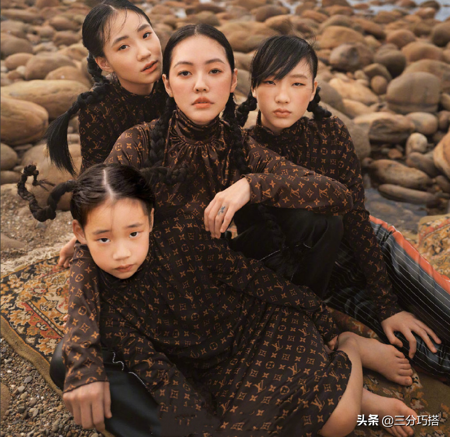 小S带三个女儿齐上阵,一张厌世脸,一张超模脸,看着像四姐妹